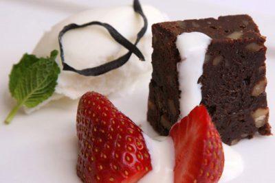 Brouine de Cacao, fresas y helado