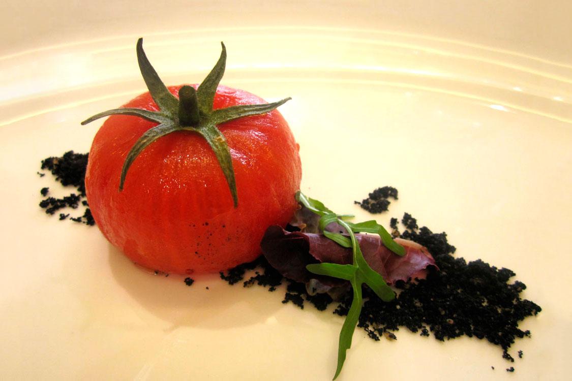 Tartar de tomate y bacalao
