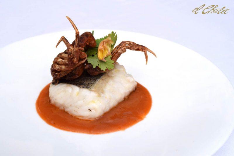 Merluza a la plancha y cangrejo de cáscara blanda