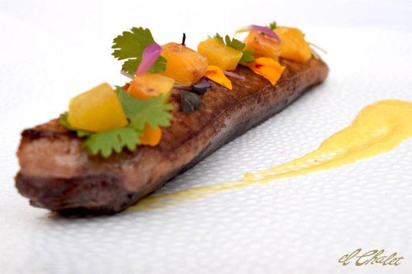 Magret de pato, melocotón y cítricos