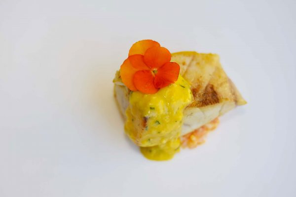 Corvina al grill, calabaza y bearnesa de naranja