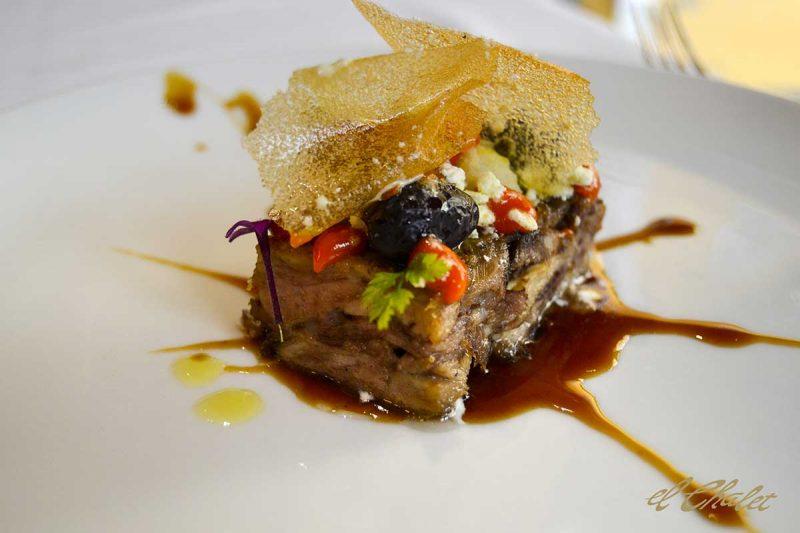 Ternasco asado, sin hueso, olivas del bajo Aragón, Patata rota y chilindrón